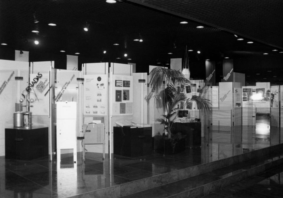 Fotografia stands exposição Jornadas 87