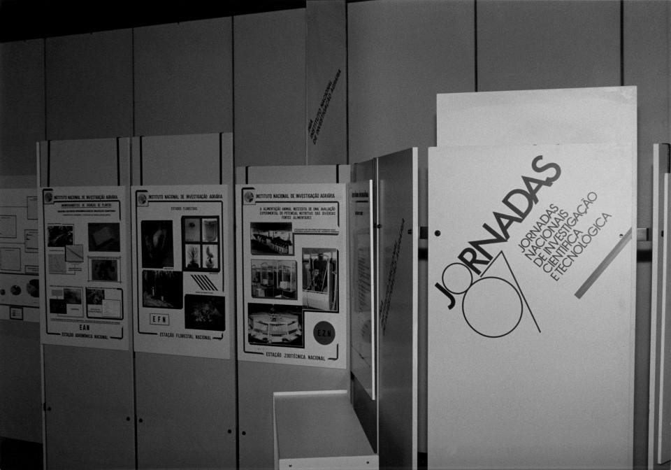 Fotografia stand do Instituto Nacional de Investigação Agrária.