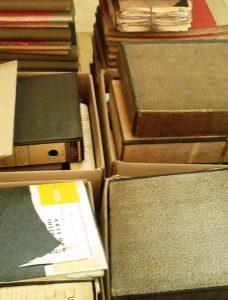 caixas com o arquivo do INIII